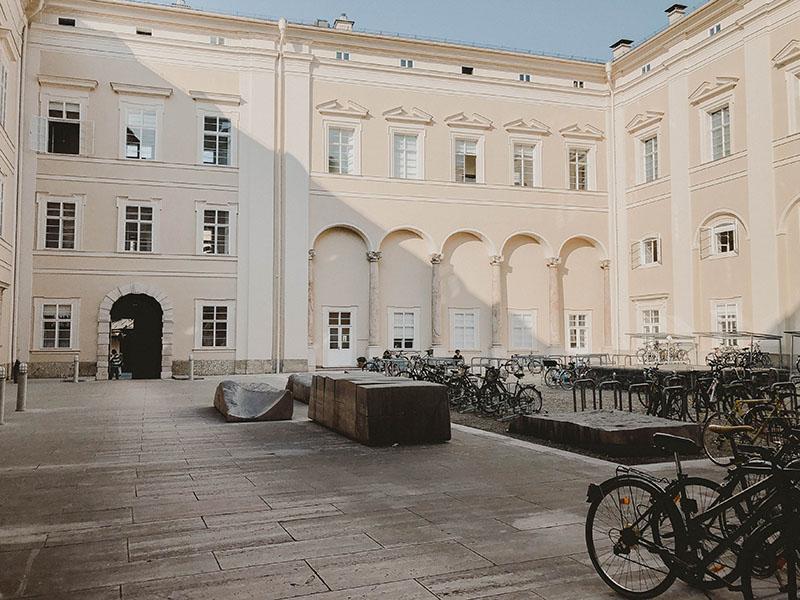 Foto: Innenhof Juridische Fakultät