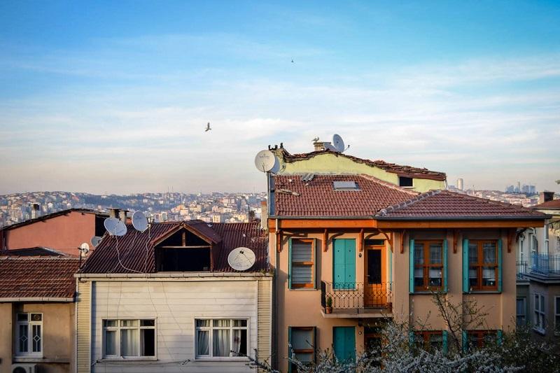 Das Häusermeer in Istanbul reicht bis zum Horizont.