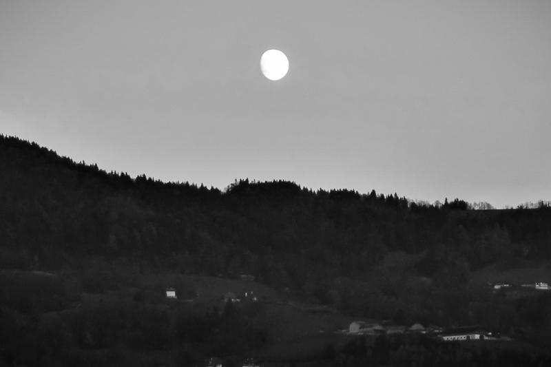 Abendhimmel mit Mond