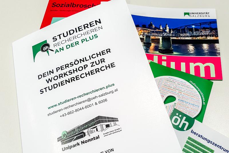 Infobroschüren zum Thema Studieren Recherchieren