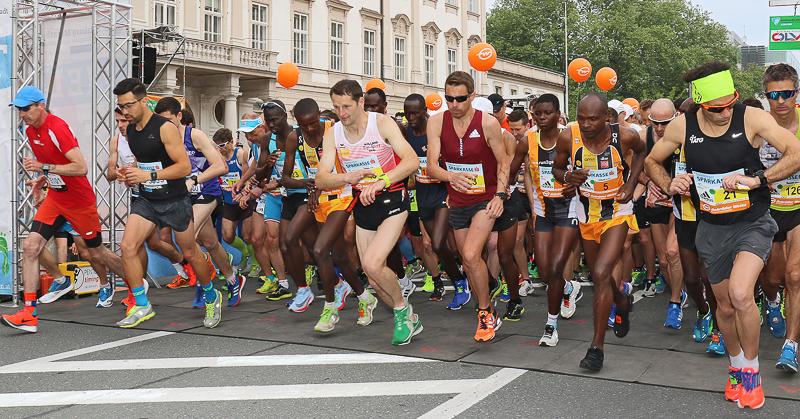Viele laufbegeisterte Menschen starten beim Salzburger Marathon.