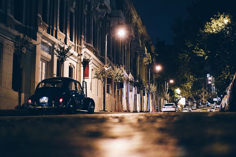 Eine Aufnahme des städtischen Nachtlebens in der türkischen Stadt Istanbul.
