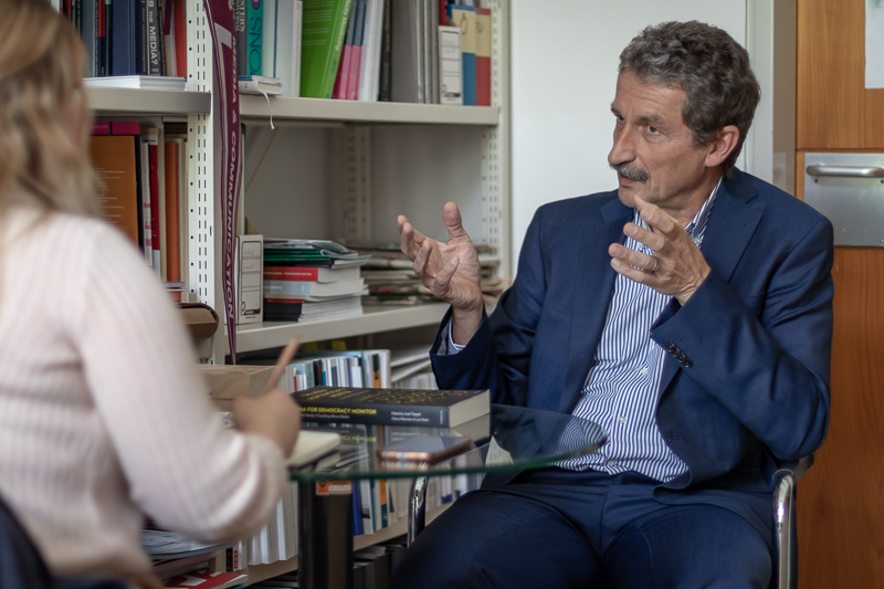 Im Gespräch mit Fachbereichsleitung Univ.-Prof. Dr. Josef Trappel