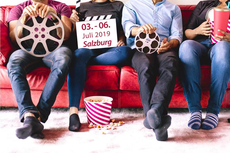 Sommer in Salzburg: Friends watching movie together