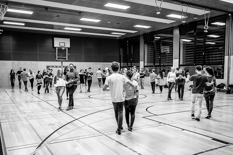 Tanzpaare in Bewegung