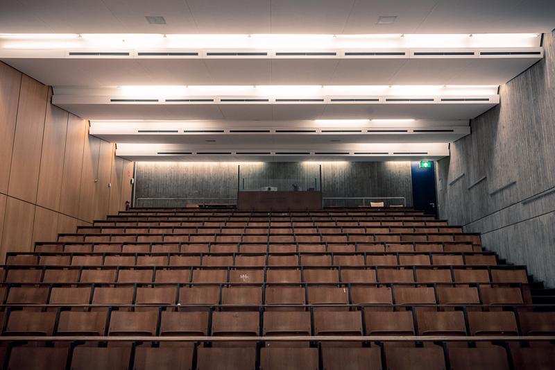 Coronavirus Uni Salzburg Türschild Universitätsräume