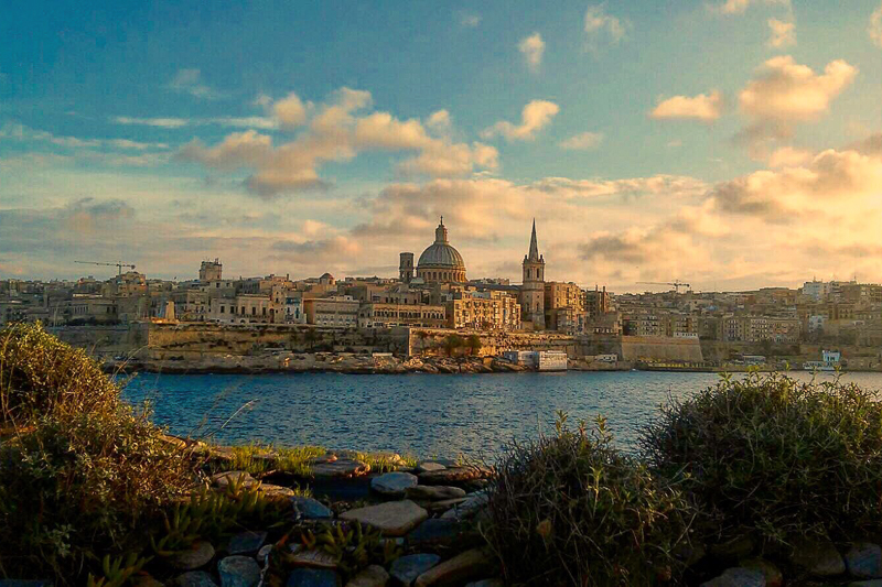 Panoramaufnahme an Maltas Küste
