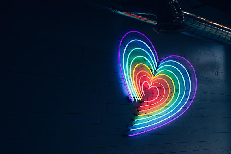 Neon Herzen in verschiedenen Farben
